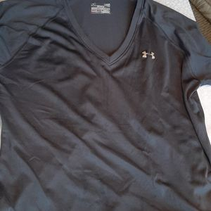 Under Armour semi fitted athletic top